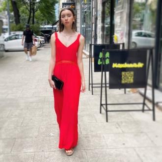 ❤ SUMMER RED DRESS ❤  ▪︎Robe @suncooparis  ▪︎Pochette @diesel  ▪︎Sandales @suncooparis   Articles disponibles sur notre site maxluna.fr   @___.ninaa._   #sales #red #dress #summer #brand #ootd #mode #grenoble #maxlunagrenoble #reduction