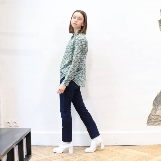 🌴 SUMMER PRINT 🌴  ▪︎Chemise @hartford  ▪︎Jean @acquaverde_paris  ▪︎Bottines @miista   Artcicles disponibles en ligne sur maxluna.fr  @___.ninaa._   #hartford #acquaverde #miista #maxlunagrenoble #fashion #look #summer #ootd